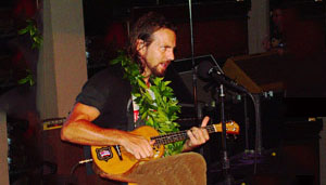 Eddie Vedder plays DeVine Ukulele